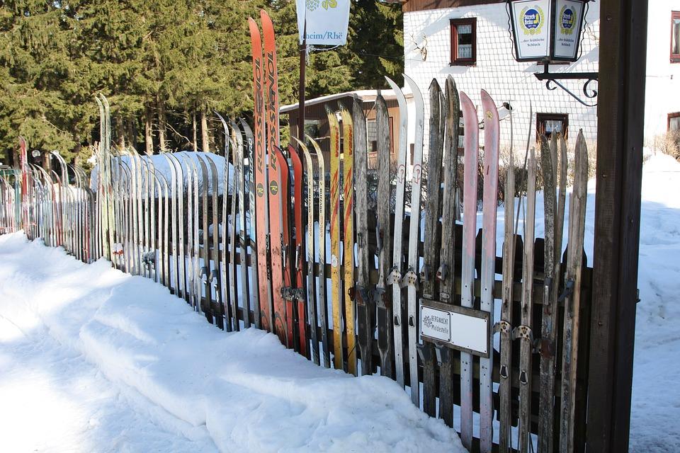 skiing-309999_640