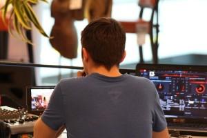 występujący DJ