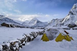 namiot turystyczny w górach